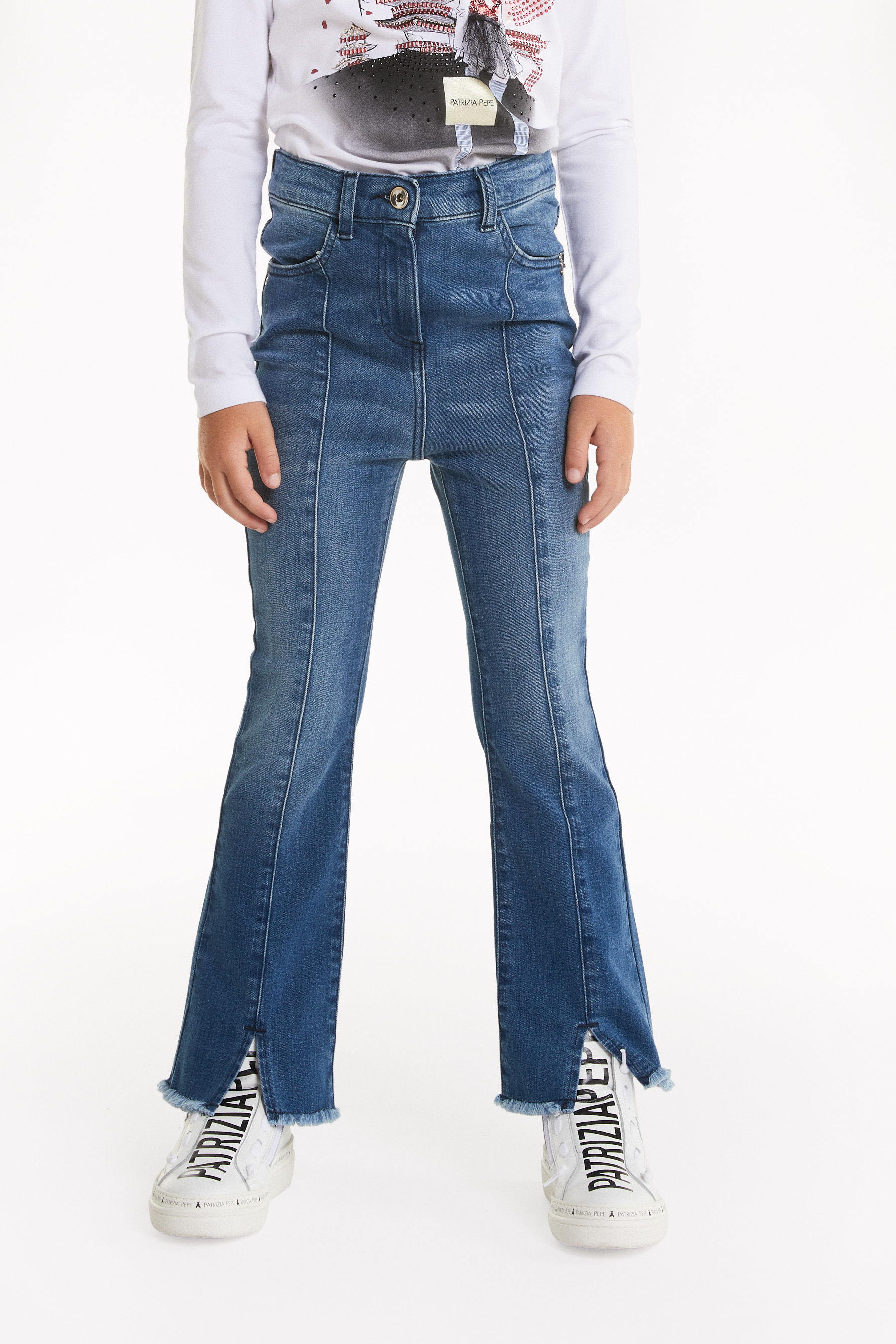 Jeans with frayed hem