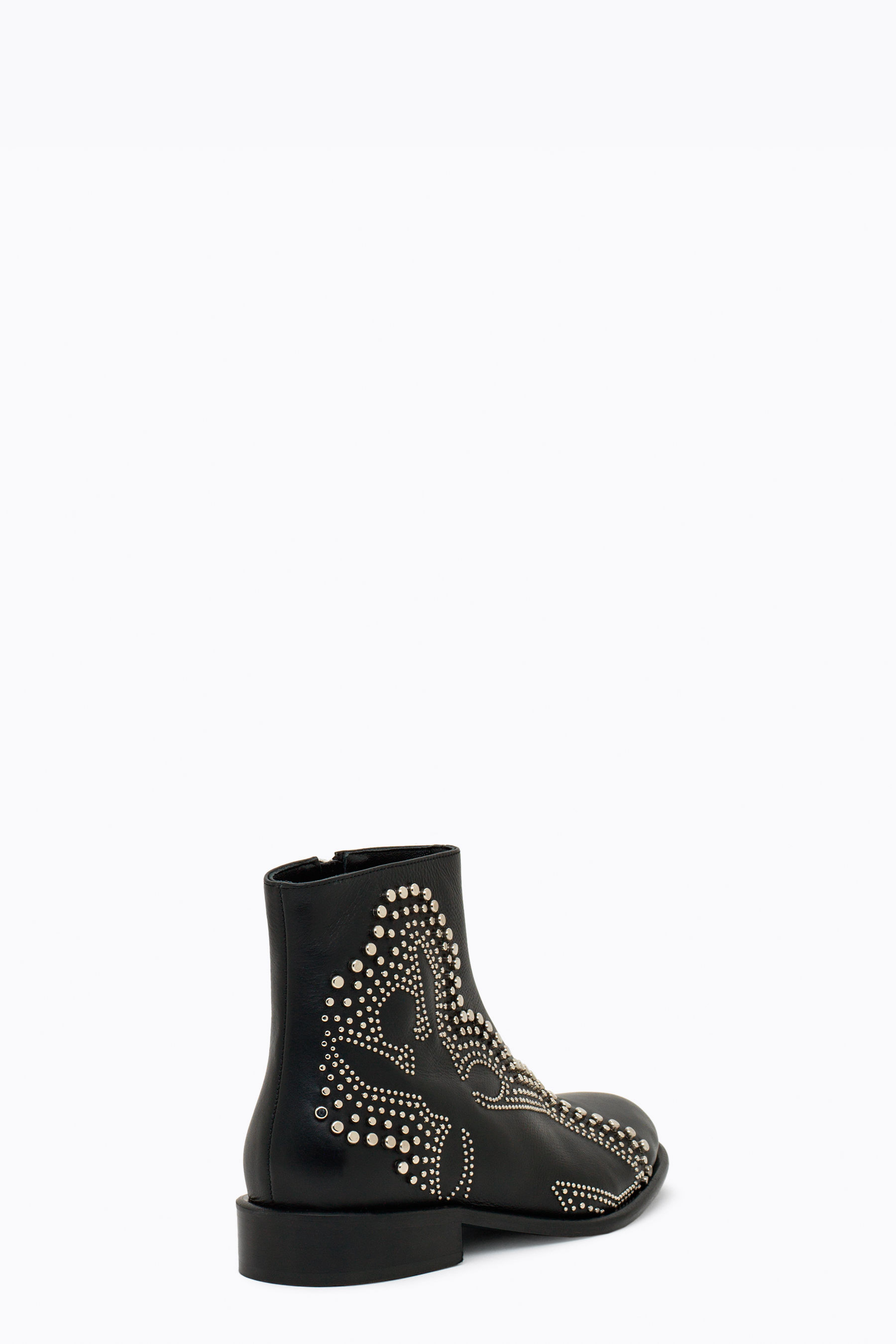 Low ankle boots with studs