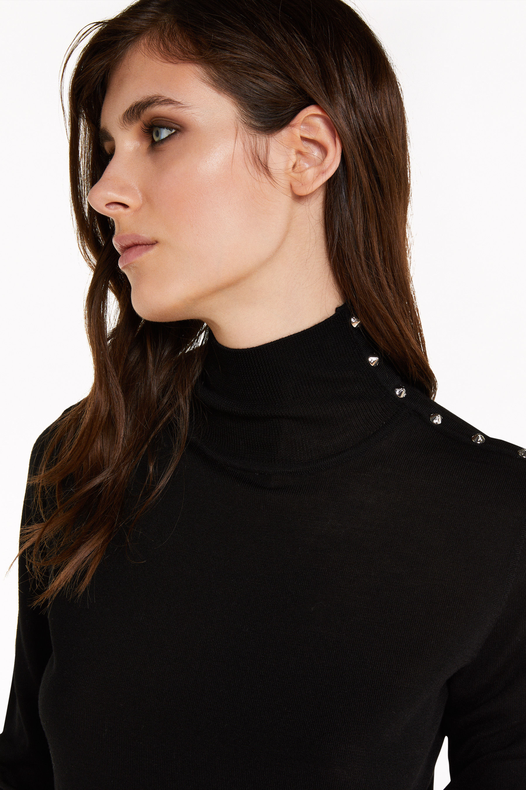 High neck sweater with rivets