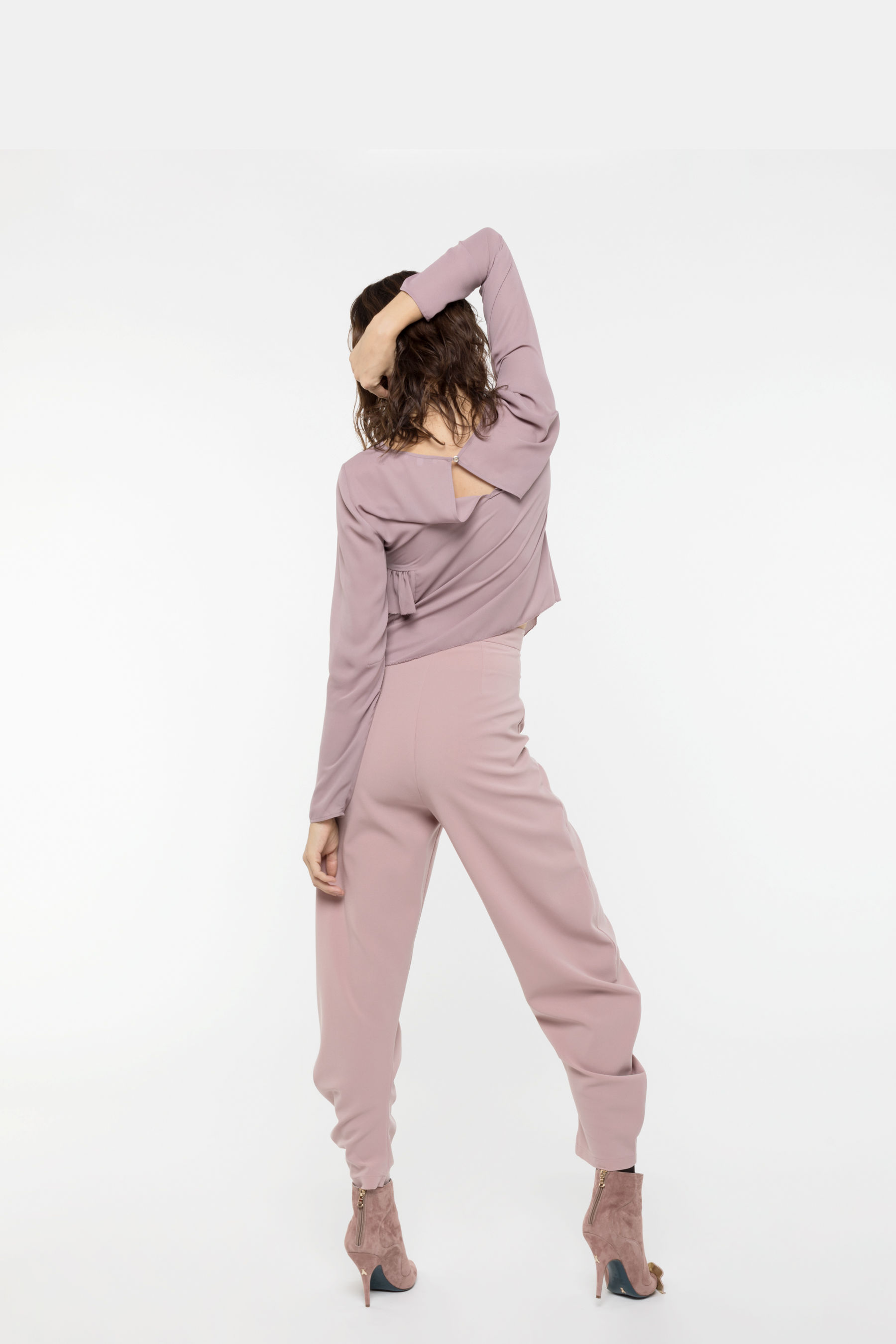 Trousers in sablé fabric