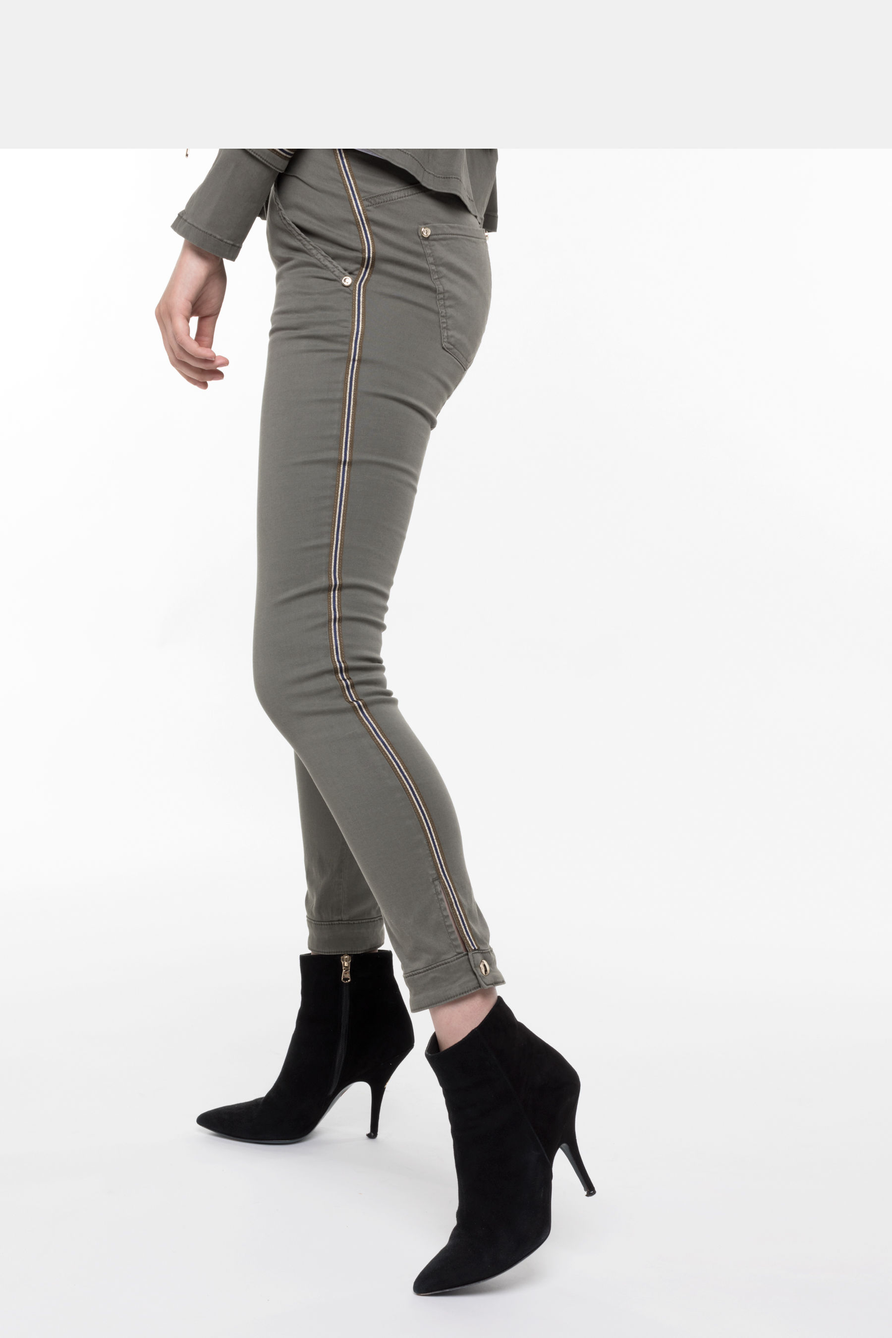 Skinny trousers with high waist